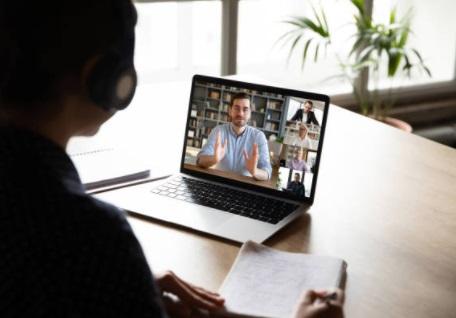 Joburi online - joburi remote - sedinta echipa
